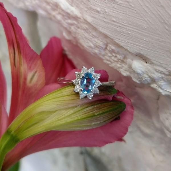 Ювелирное кольцо из белого золота 585 пробы с топазом и бриллиантами RT-4235w