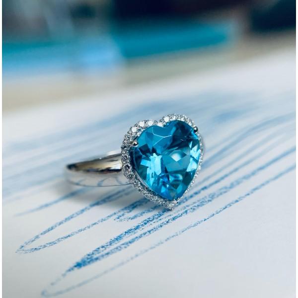 Кольцо из белого золота с топазом и бриллиантами Сердце RT-6608w