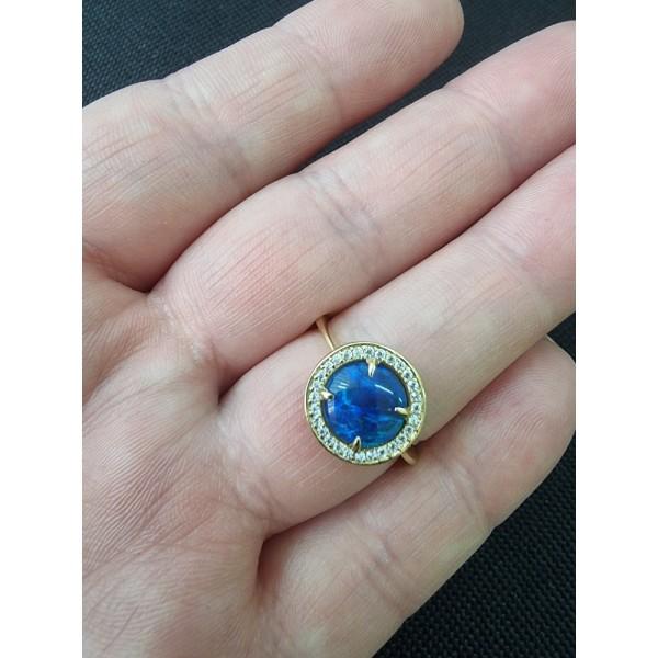 Ювелирное кольцо из красного золота 585 пробы с опалом и фианитами 2к704/97