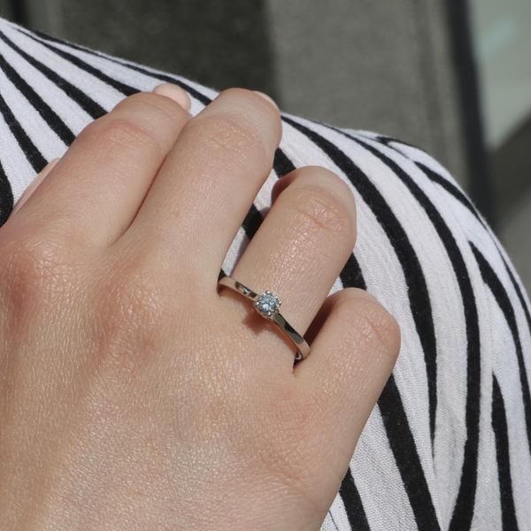 Ювелирное кольцо из белого золота 585 пробы с бриллиантом RD-6876w