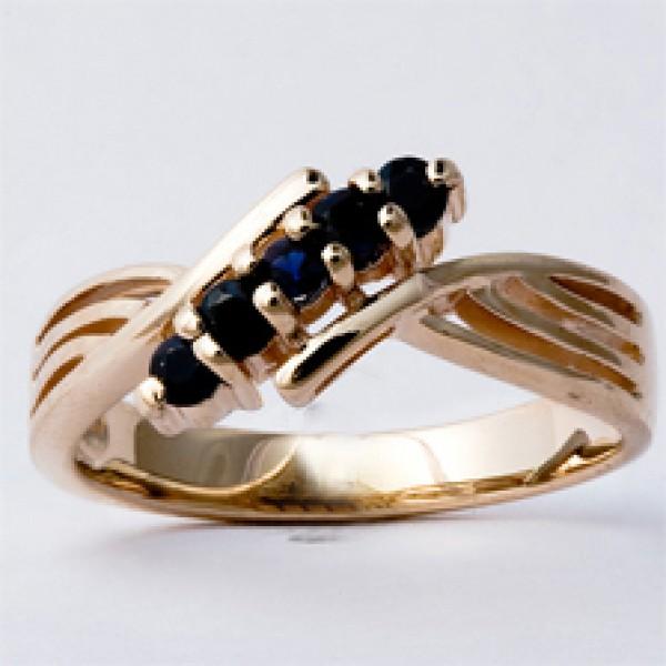 Ювелирное кольцо из красного золота 585 пробы с сапфирами RS-32440