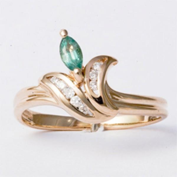 Ювелирное кольцо из красного золота 585 пробы с изумрудом и бриллиантами RE-27