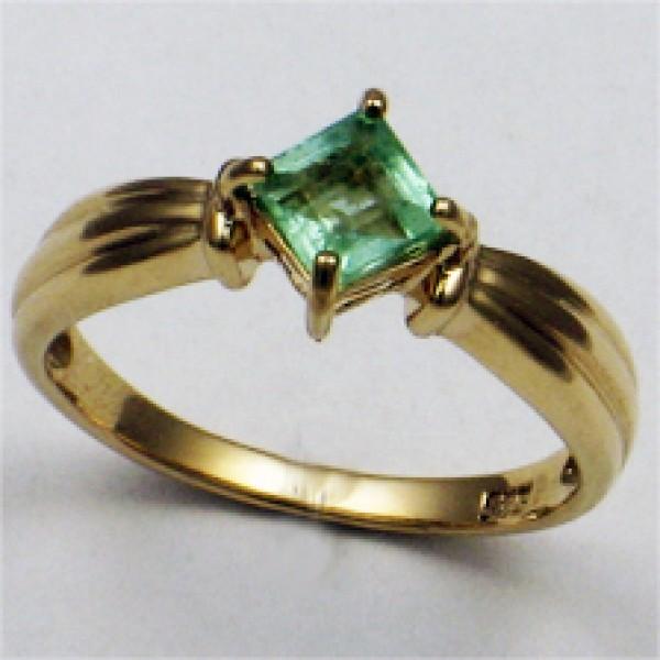 Ювелирное кольцо из красного золота 585 пробы с изумрудом RE-5025