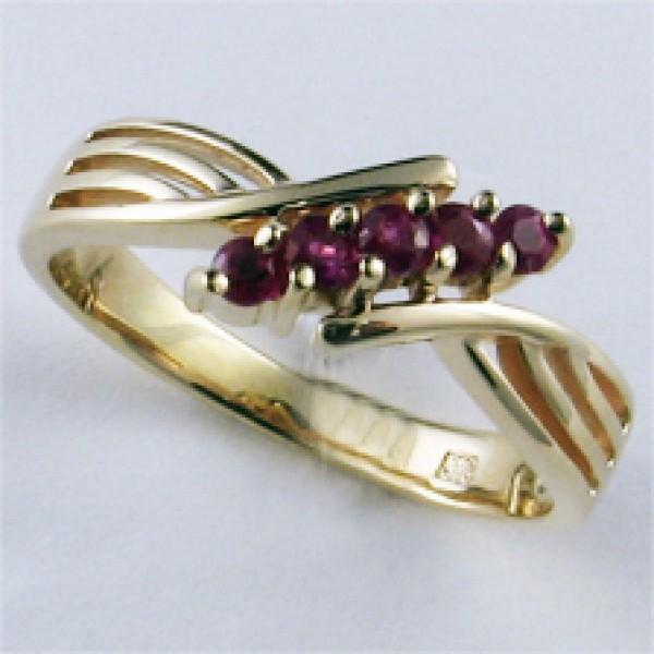 Ювелирное кольцо из красного золота 585 пробы с рубинами RR-32440