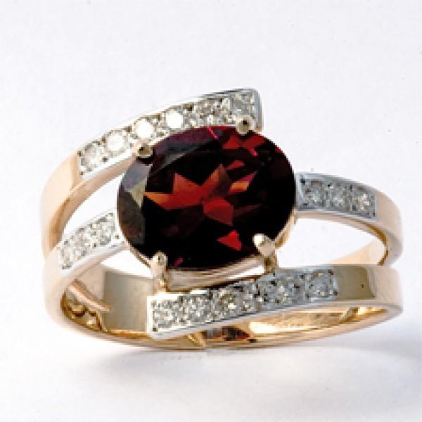 Ювелирное кольцо из красного золота 585 пробы с гранатом и бриллиантами RGn-6243