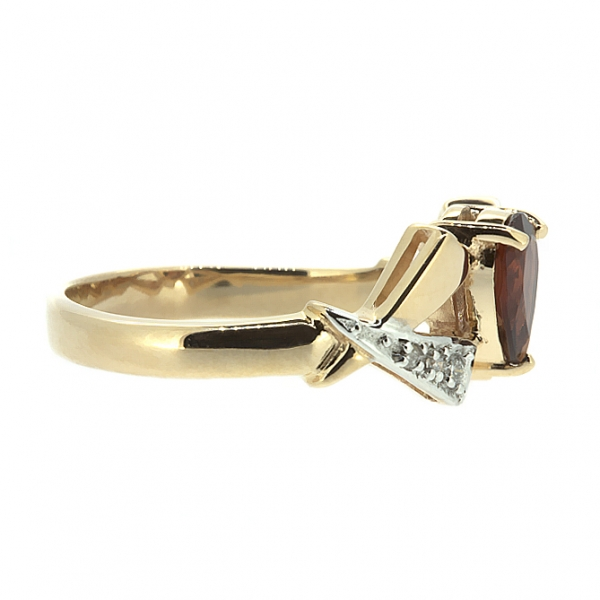 Ювелирное кольцо из красного золота 585 пробы с гранатом и бриллиантами RGn-6174