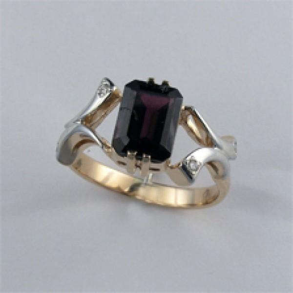 Ювелирное кольцо из красного золота 585 пробы с гранатом и бриллиантами RGn-6264