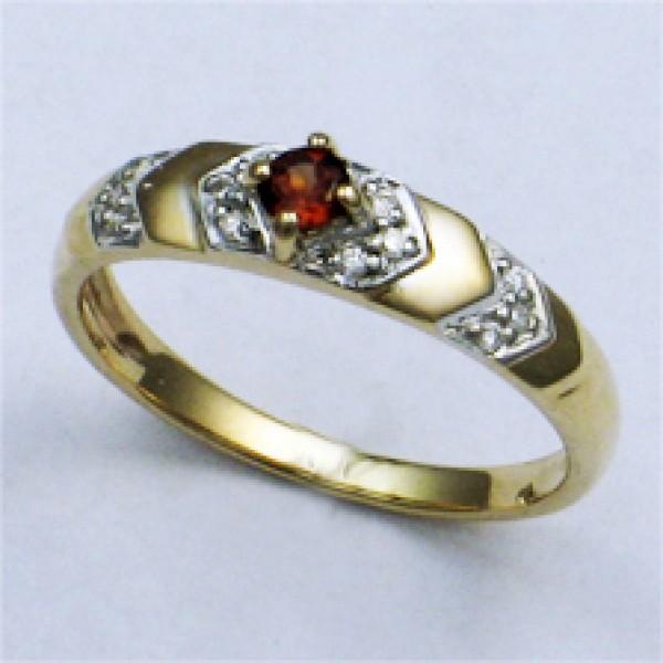 Ювелирное кольцо из красного золота 585 пробы с гранатом и бриллиантами RGn-9026
