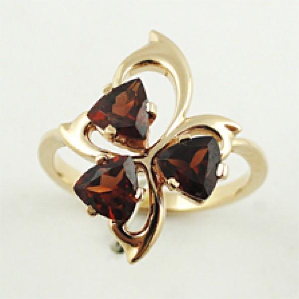 Ювелирное кольцо из красного золота 585 пробы с гранатами RGn-6617