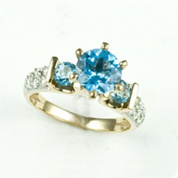 Ювелирное кольцо из красного золота 585 пробы с топазами и бриллиантами RT-6502