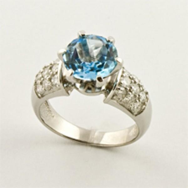 Ювелирное кольцо из белого золота 585 пробы с топазом и бриллиантами RT-6507w
