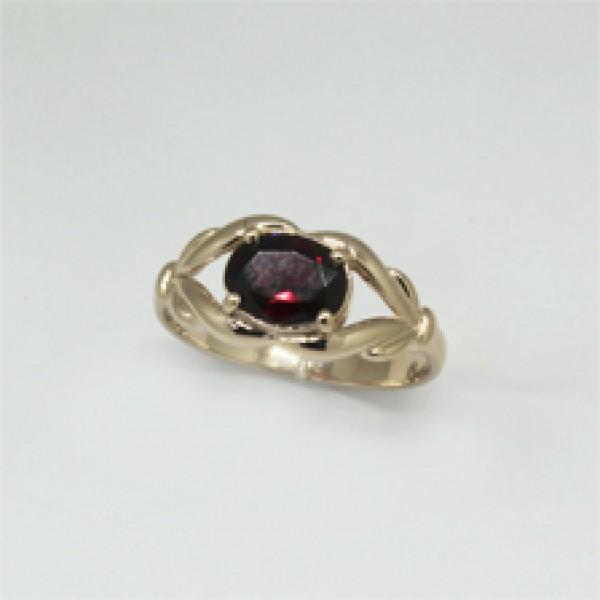 Ювелирное кольцо из красного золота 585 пробы с гранатом RGn-6599