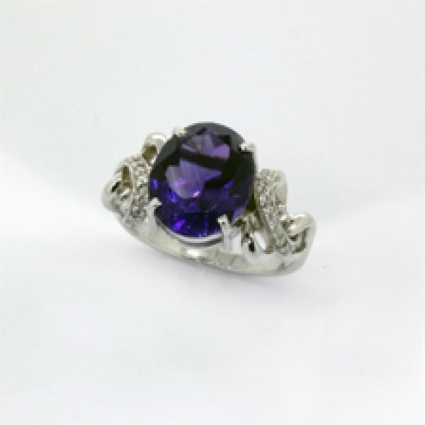 Ювелирное кольцо из белого золота 585 пробы с аметистом и бриллиантами RAm-6280w