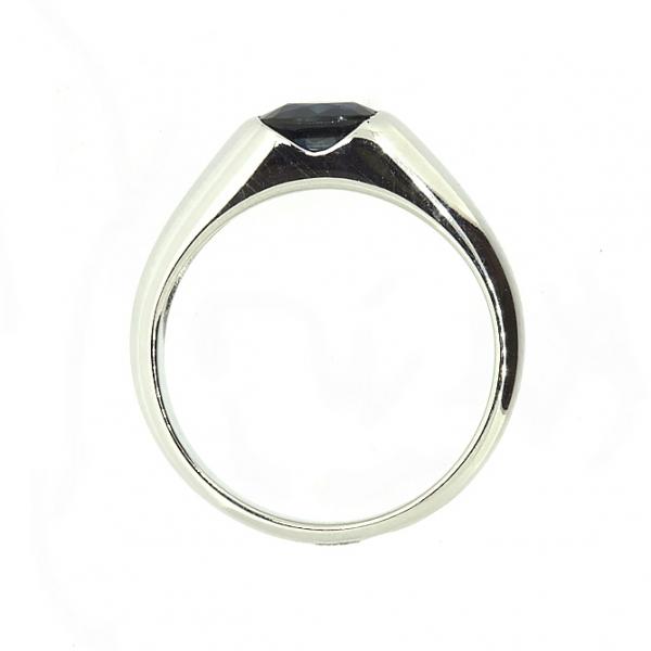 Ювелирное кольцо из белого золота 585 пробы с сапфиром RS-15790w