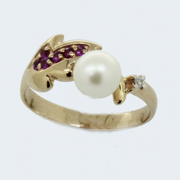 Ювелирное кольцо из красного золота 585 пробы с жемчугом, рубинами и бриллиантом RDRP-6667