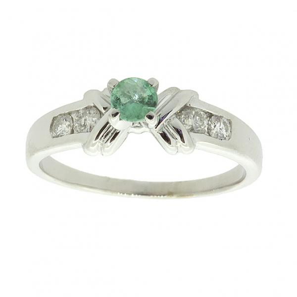 Ювелирное кольцо из серебра 925 пробы с изумрудом и бриллиантами RDE-6021Ag