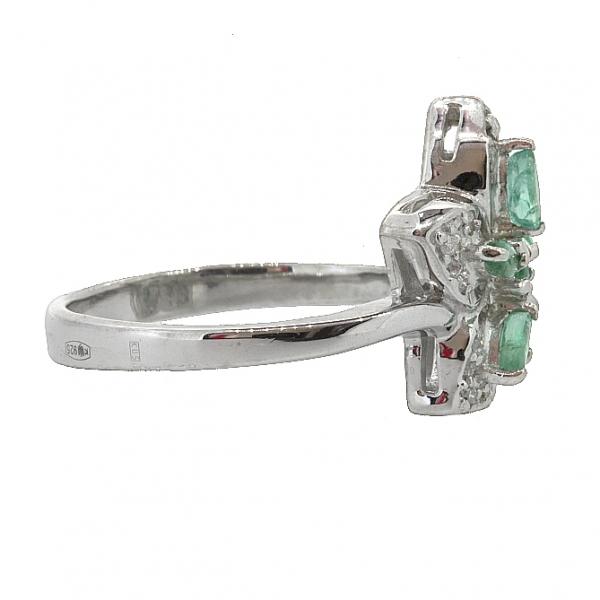 Ювелирное кольцо из серебра 925 пробы с изумрудами и бриллиантами RDE-6142Ag