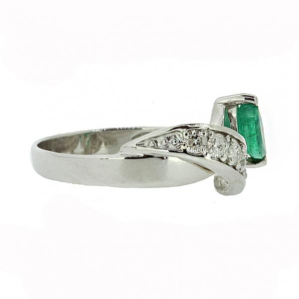 Ювелирное кольцо из серебра 925 пробы с изумрудом и бриллиантами RDE-6520Ag