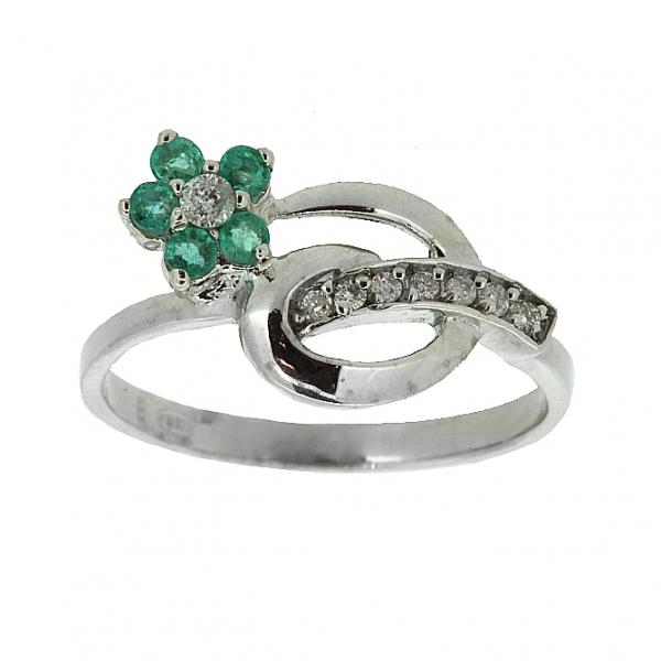 Ювелирное кольцо из серебра 925 пробы с изумрудами и фианитами RCzE-6488Ag